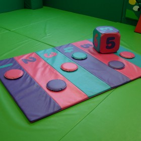 Number Mat with Dice & 6 Counters